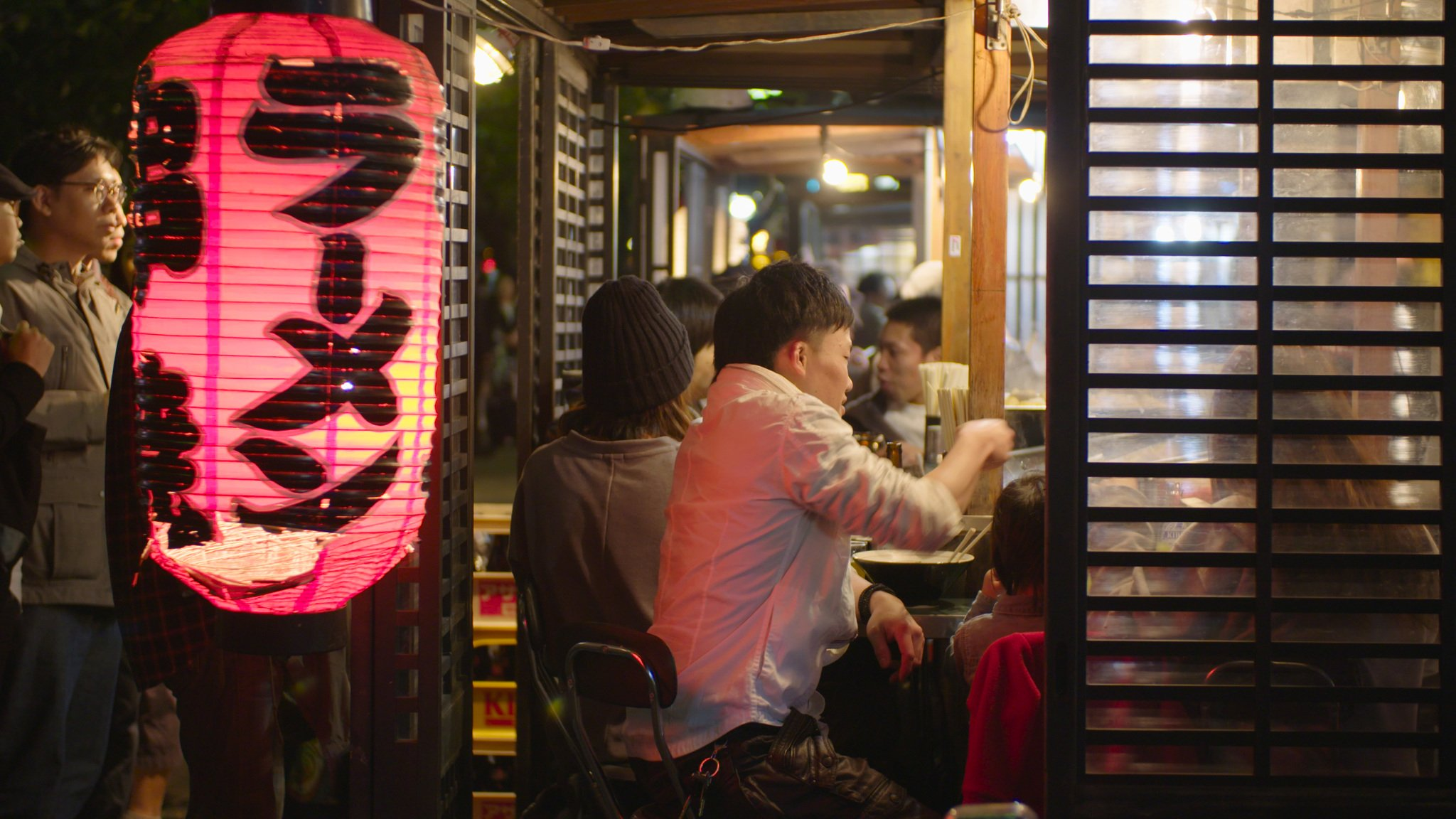 Eat at Yatai (food stalls) - ©JNTO