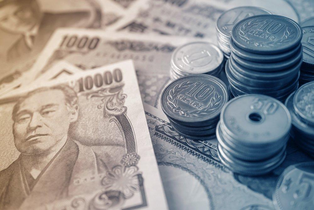 yen notes and yen coins